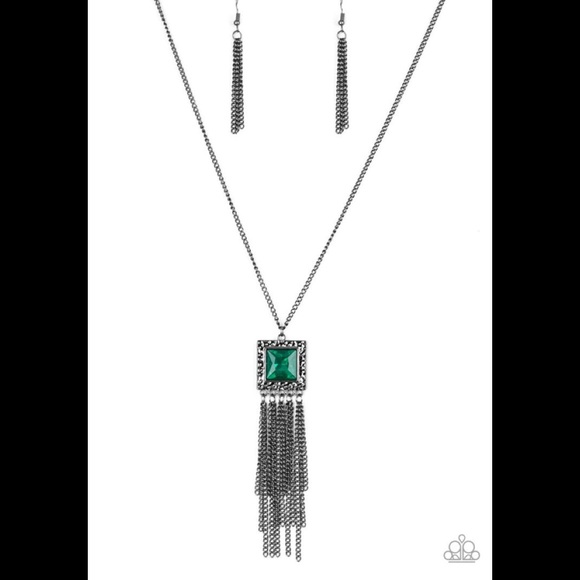 ✨3 for $10✨ Gunmetal and green necklace